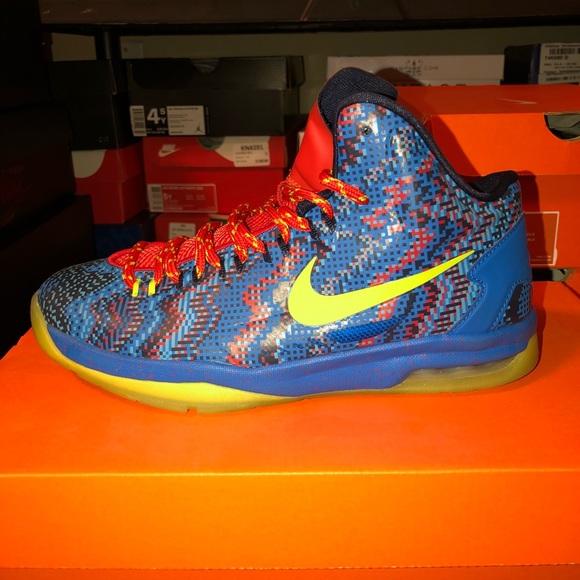 "b7a9a2bc9747 Nike KD 5 ""Christmas"" Kevin Durant size 4.5 GS. M 5b3e2f108ad2f9eea42183c9"